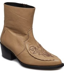 emelia boots ms19 shoes boots ankle boots ankle boots with heel beige gestuz