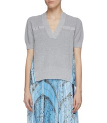 bandana print pleat back v-neck knit top