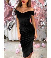 manga corta superpuesta negra con hombros descubiertos vestido