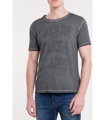 camiseta masculina logo double cinza calvin klein jeans - pp