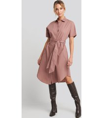 na-kd belted short sleeve shirt dress - pink
