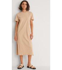 na-kd basic ekologisk t-shirtklänning med slitsdetalj - beige