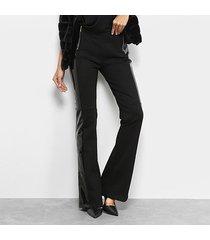 calça flare mob recorte em vinil cintura média feminina