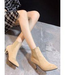 botas puntiagudas con tacón de aguja