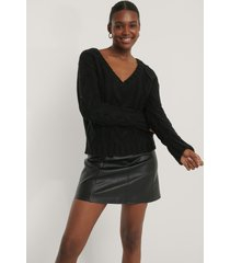 na-kd chunky kabelstickad tröja med v-ringning - black