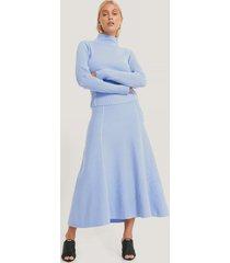 na-kd trend lätt stickad kjol med sömdetalj - blue