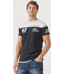 t-shirt blockfärgad