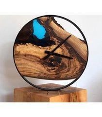 zegar z drewna orzecha z turkusową żywicą