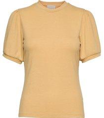 johanna tee t-shirts & tops short-sleeved gul minus
