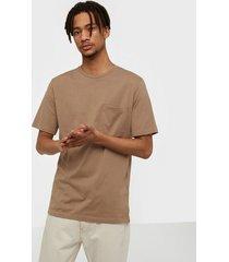 selected homme slhloui ss o-neck tee b t-shirts & linnen ljus brun