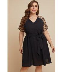 vestido de manga corta con cuello en v y diseño de cinturón de leopardo de talla grande de yoins