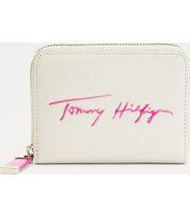 tommy hilfiger women's signature medium zip wallet classic beige / hot magenta -