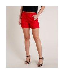 short feminino básico com cinto vermelho