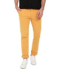 pantalón amarillo colore