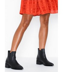nly shoes pointy chelsea boot flat boots