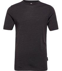 model 2 100% wool t-shirts short-sleeved svart dovre