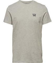 sign off tee t-shirts short-sleeved grå wrangler