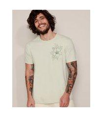 camiseta masculina com bolso floral manga curta gola careca verde claro