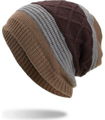 cappellino di lana a maglia