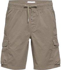 simple washed cargo short shorts cargo shorts grön calvin klein jeans
