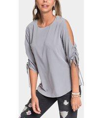 blusa de mangas 3/4 con hombros descubiertos plisada gris longitud