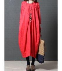 abito da donna con collo largo o maniche lunghe sfilacciato