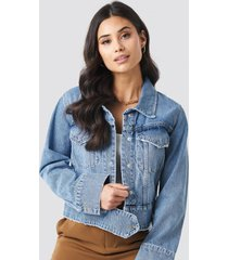 na-kd trend cropped big pocket denim jacket - blue