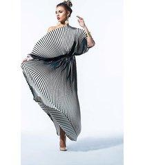 fulki plisowana modelująca suknia w pasy
