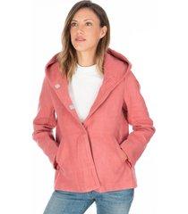 chaqueta rosa con capota y botones de broche