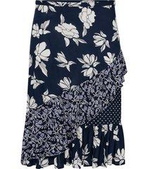 lång kjol med volanger och patchwork-mönster