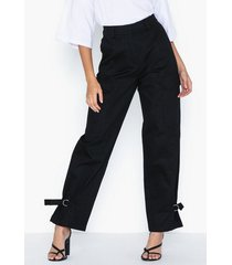 nly trend detailed cargo pants byxor
