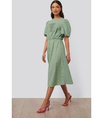 na-kd trend midiklänning med kort puffärm - green