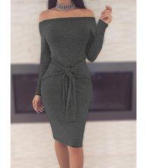 mini vestidos grises con hombros descubiertos y cintura con lazo