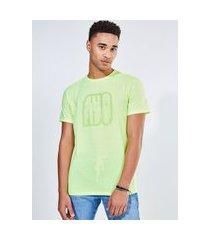 camiseta lettering neon amarelo