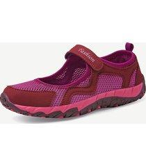 scarpe piatte che causano cuciture morbide e traspiranti