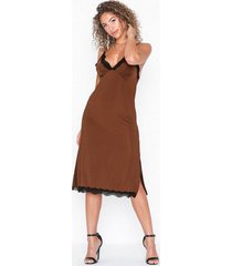 nly trend slinky lace dress loose fit dresses