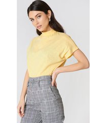 na-kd high neck cap sleeve top - yellow