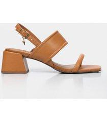 sandalia tacón de cuero para mujer contraste