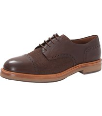 leather cap toe shoe