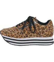 sneakers priority brun