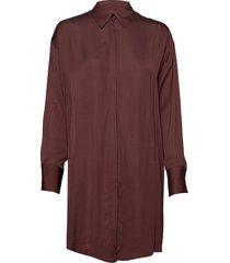 nicoletta-liquid satin knälång klänning brun j. lindeberg