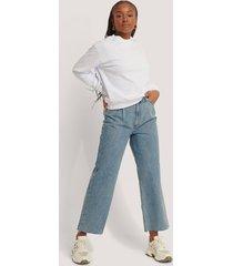 na-kd reborn jeans i ekologisk bomull med veckdetalj - blue