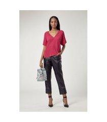 t - shirt de crepe decote v bolsinho rosa batom - 36