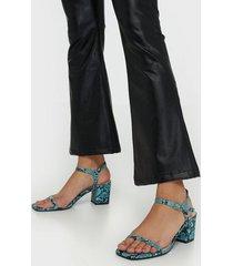 nly shoes square block heel sandal low heel snake