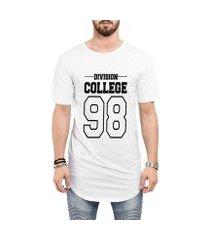 camiseta criativa urbana long line oversized division college 98