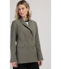 blazer feminino transpassado com bolsos e botões verde militar