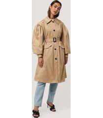 na-kd trend balloon sleeve trench coat - beige
