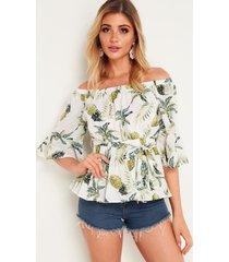 blusa con diseño de lazo con hombros descubiertos y estampado de piña blanca