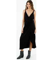 vestido de mujer, diseño midi, con cuello en v cruzado de tirantes trenzados, color negro