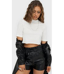 nly trend basic cropped tee t-shirts